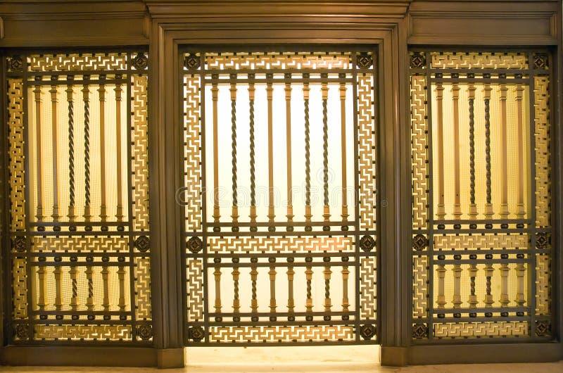 Altes Kundendienstfenster stockfotos