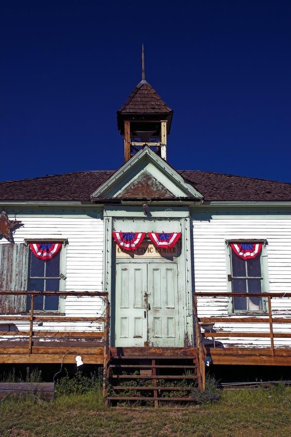 Altes landwirtschaftliches Schule-Haus stockfotografie