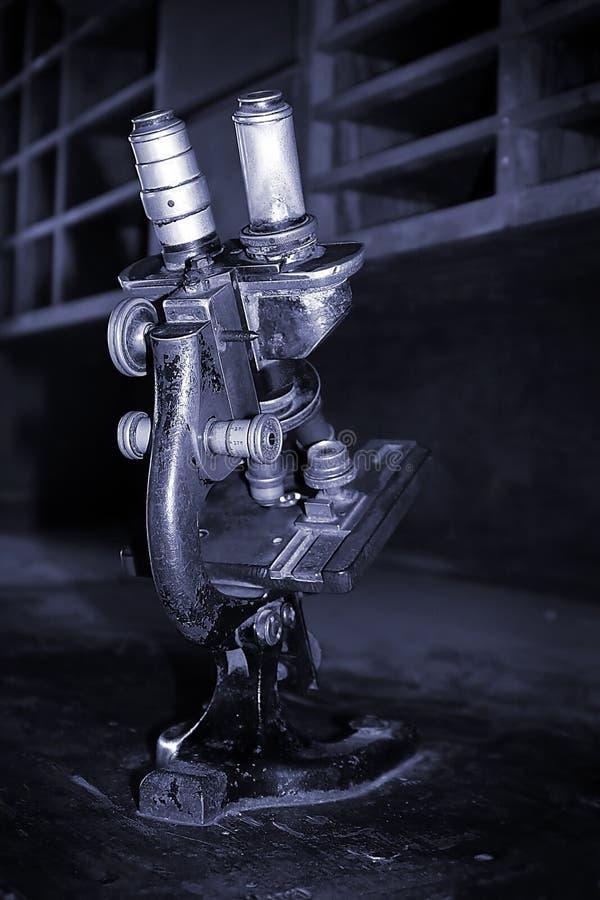 Altes Mikroskop stockfotografie