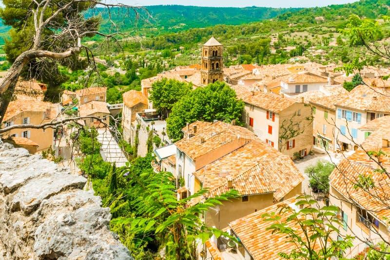 Altes mittelalterliches Dorf Moustiers Sainte Marie, Provence, Verdo lizenzfreie stockbilder