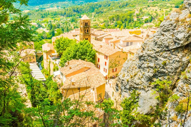 Altes mittelalterliches Dorf Moustiers Sainte Marie, Provence, Verdo stockbilder