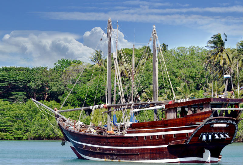 Altes Modesegelboot lizenzfreie stockbilder