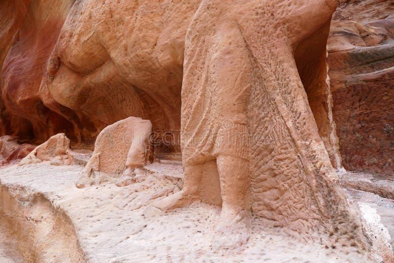 Altes Nabataean-Kamel Rider Statue und Kamel-Wohnwagen-Ruinen in PETRA, Jordanien stockfotos
