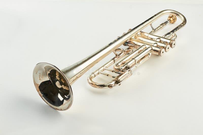 Altes Orchesterinstrument auf hellem Hintergrund lizenzfreie stockfotos