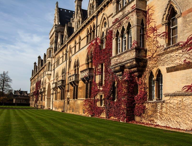 Download Altes Oxford-Gebäude stockbild. Bild von oxford, tourismus - 47100661