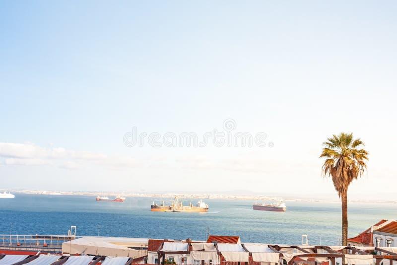 Altes Panorama Lissabons Portugal Stadtbild mit Dächern Der Tajo lizenzfreie stockfotografie
