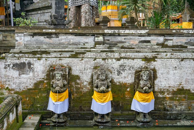 Altes Pool des Balinesetempels Goa Gajah, Elefant-Höhle in Bali, UNESCO in Indonesien lizenzfreie stockfotos