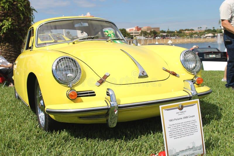 Altes Porsche-Sport-Auto an der Autoshow stockfoto