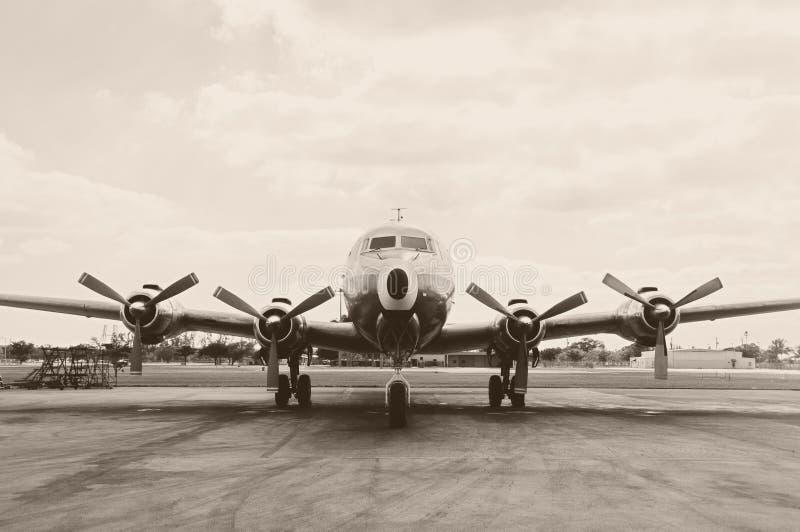 Altes Propellerflugzeug stockbild