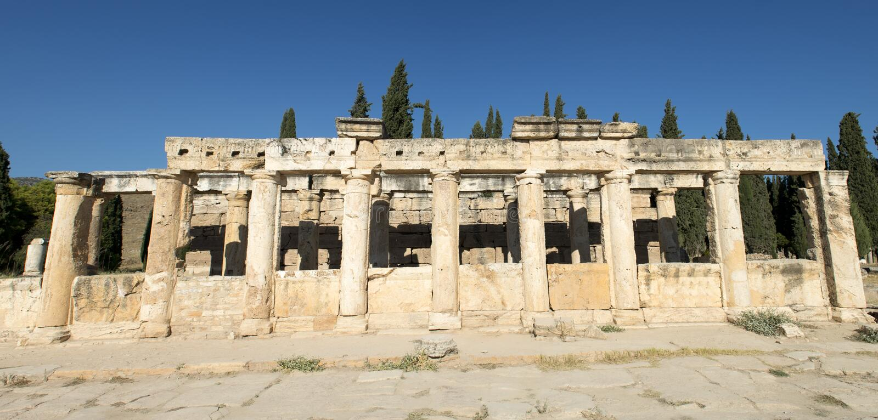 Altes römisches Spalte-Fahnen-Panorama oder panoramisch
