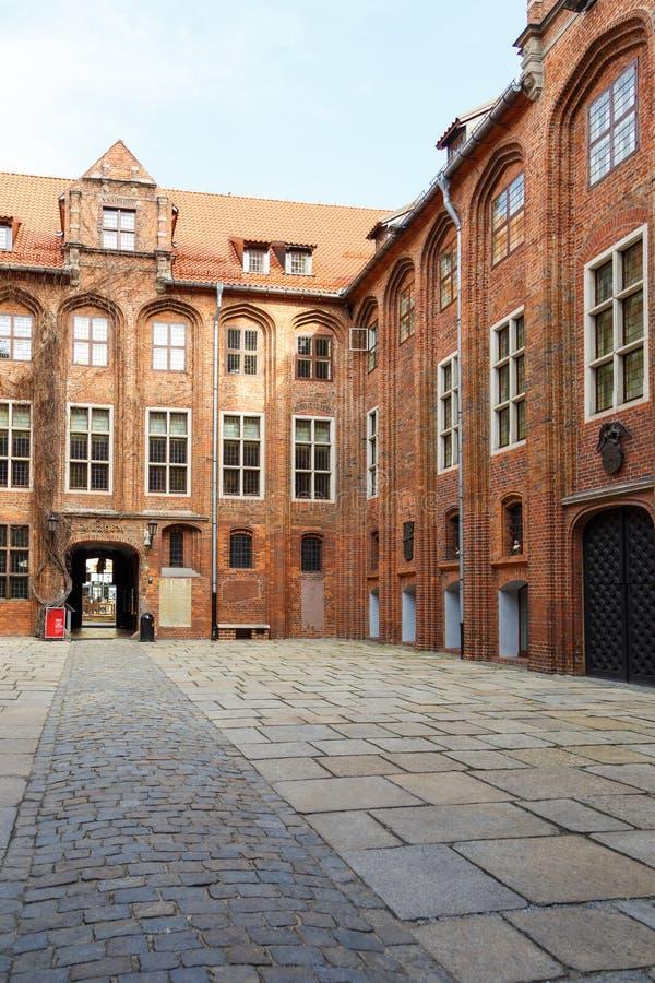 Altes Rathaus mit gotischem Turm auf altem Stadtmarkt lizenzfreie stockfotografie
