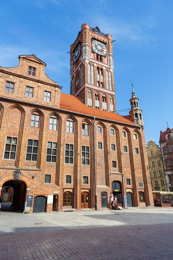 Altes Rathaus mit gotischem Turm auf altem Stadtmarkt lizenzfreie stockbilder