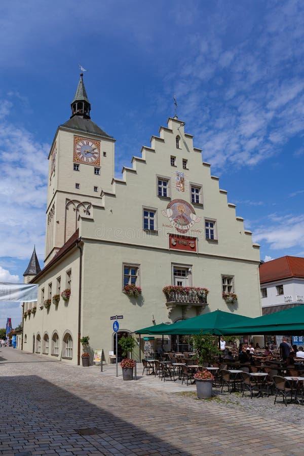 Altes Rathaus no platz de Oberer em Deggendorf, Baviera, Alemanha foto de stock royalty free