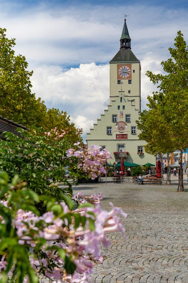 Altes Rathaus på Oberer platz i Deggendorf, Bayern, Tyskland royaltyfri foto