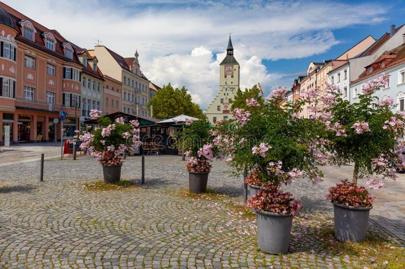 Altes Rathaus på Oberer platz i Deggendorf, Bayern, Tyskland arkivfoto