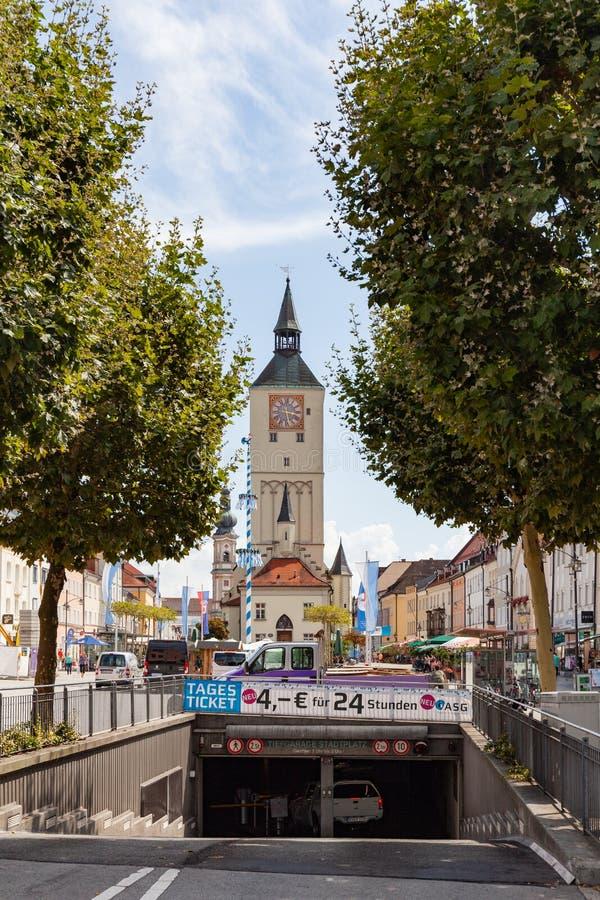 Altes Rathaus på Oberer platz i Deggendorf, Bayern, Tyskland royaltyfri fotografi