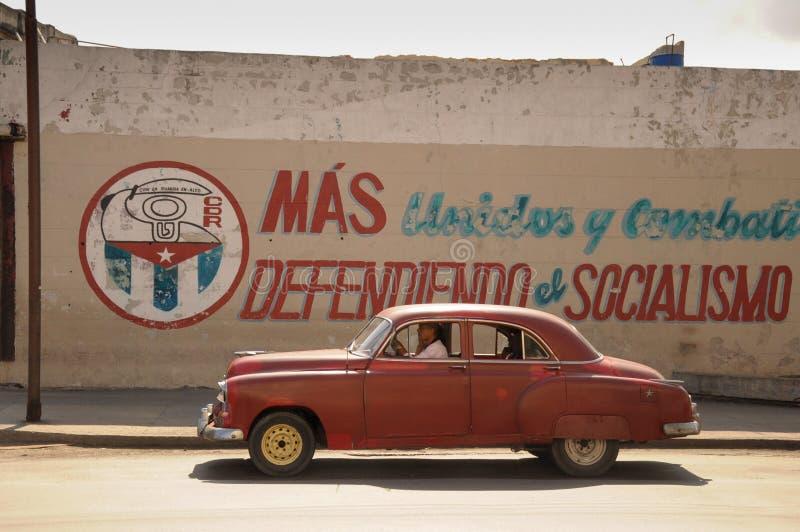 Altes Retro- amerikanisches Auto auf Straße in Havana Cuba lizenzfreies stockfoto