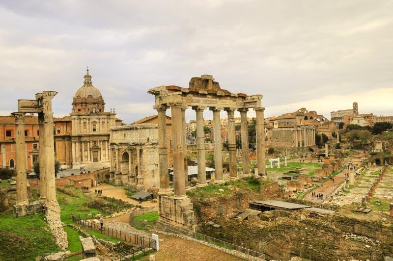 Altes Rom-Ruinegebäude der Rom-Stadt stockbild