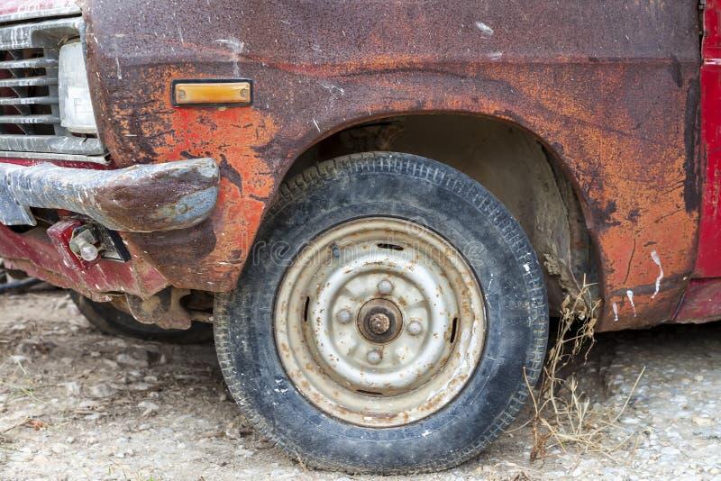 Download Altes rostiges Auto stockbild. Bild von verlassen, retro - 90233103