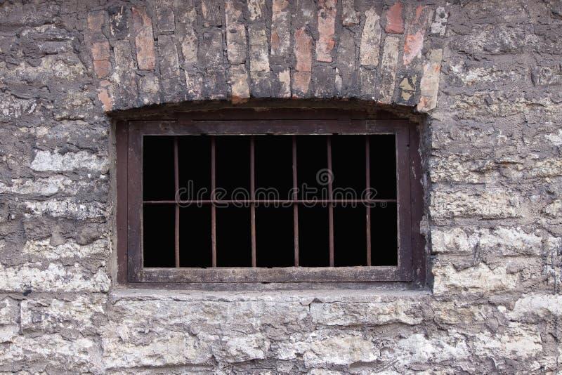 Altes rostiges Gefängnisfenster stockfotografie