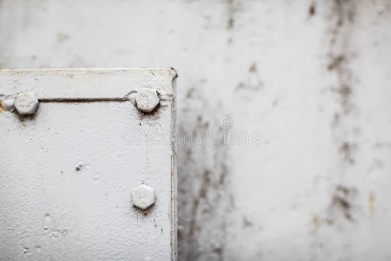 Altes rostiges Weißmetall Der Rost auf Metallhintergrund Grunge Wandhintergrund lizenzfreie stockbilder