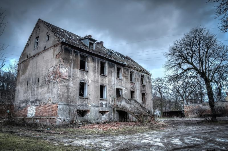 Altes ruiniertes Gebäude stockfotos