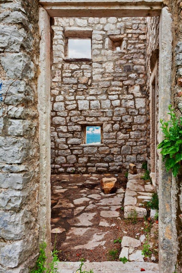Altes ruiniertes Haus lizenzfreie stockfotos