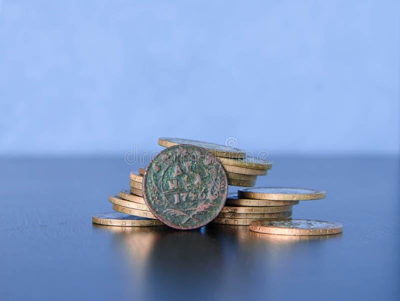 Altes russisches Geld, alte Münzen, Schatz stockbilder