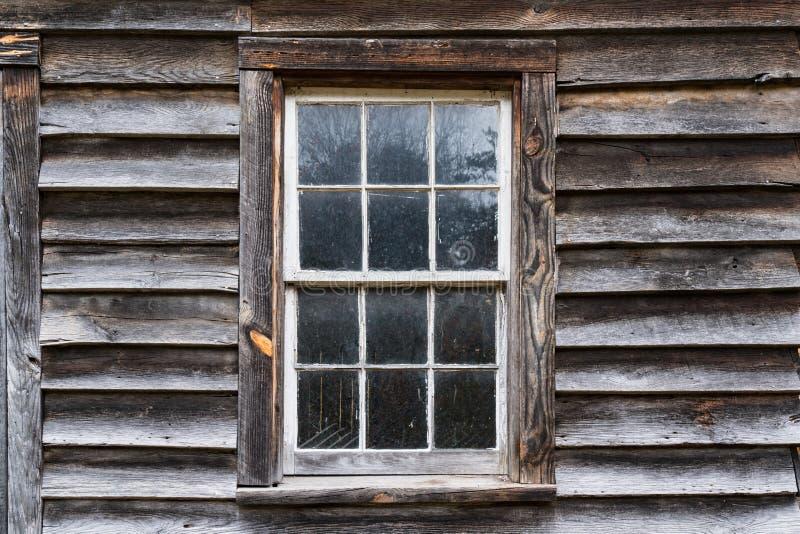 Altes rustikales Außenfenster stockbilder