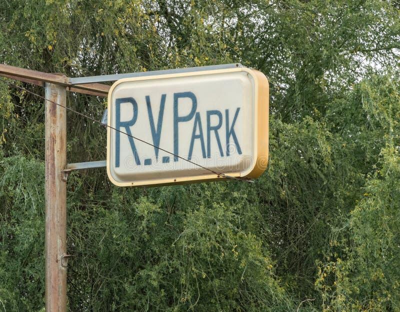 Altes RV-Parkzeichen stockfotos