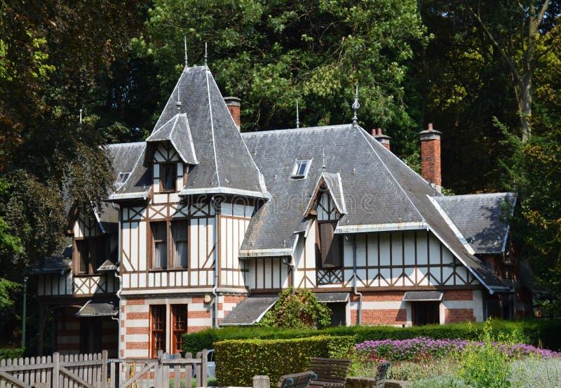 Altes schönes Haus im Park in Brüssel stockbild