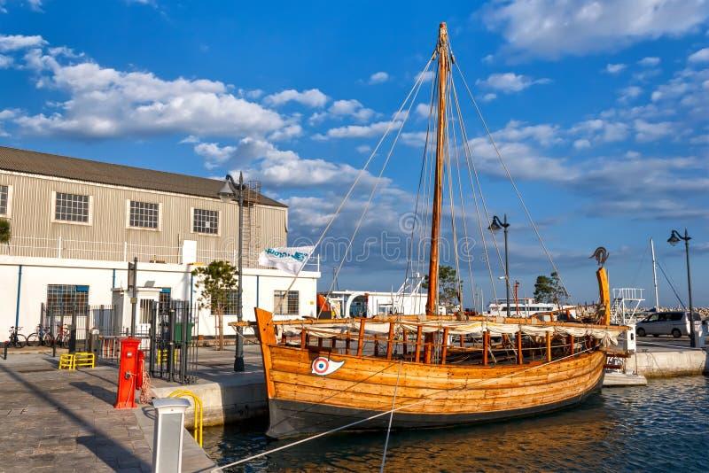 Altes Schiff in Limassol, Zypern lizenzfreie stockbilder