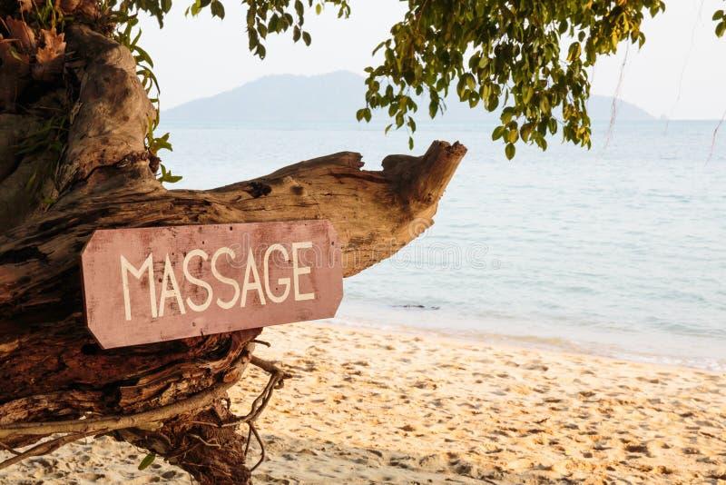 Altes Schild mit der Aufschrift, Massage lizenzfreie stockfotos