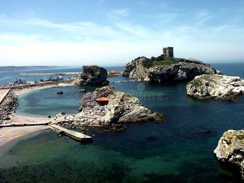 Altes Schloss auf kleiner Insel lizenzfreies stockbild