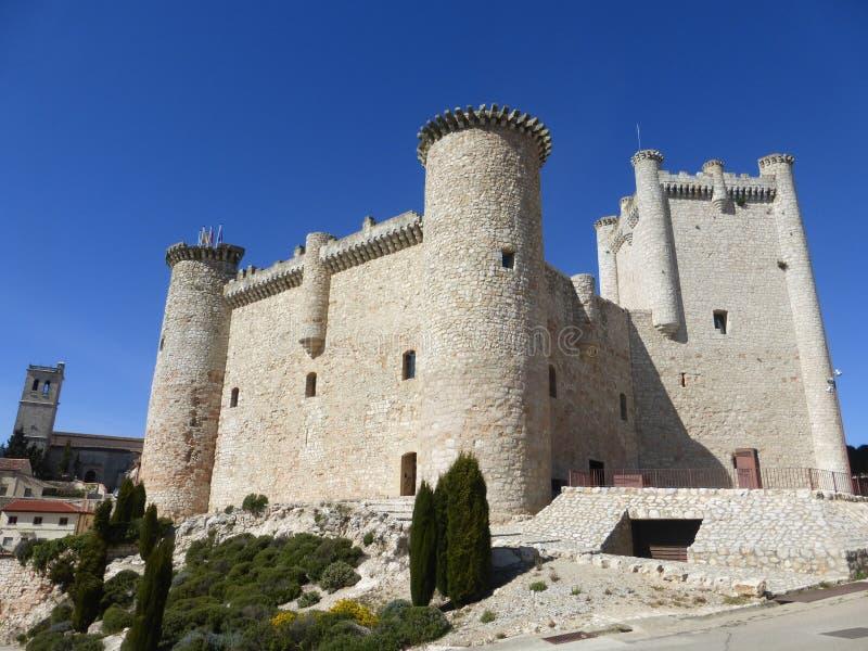 ALTES SCHLOSS IN TORIJA, SPANIEN stockfoto