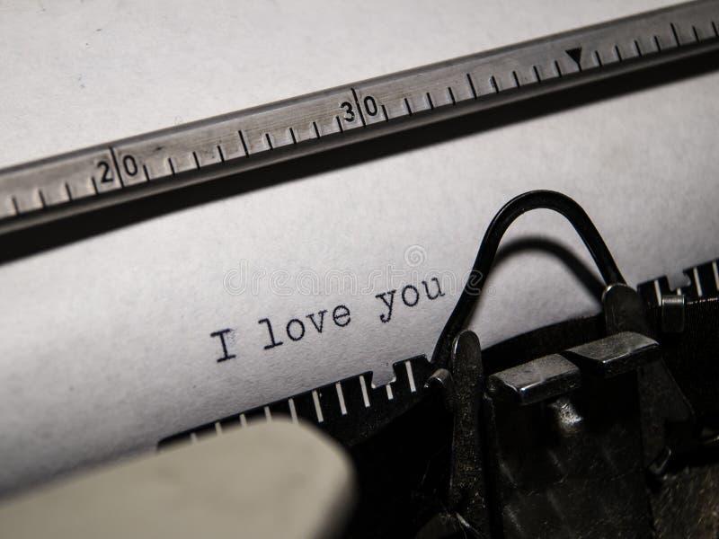 Altes Schreibmaschinenschreiben lizenzfreie stockfotografie