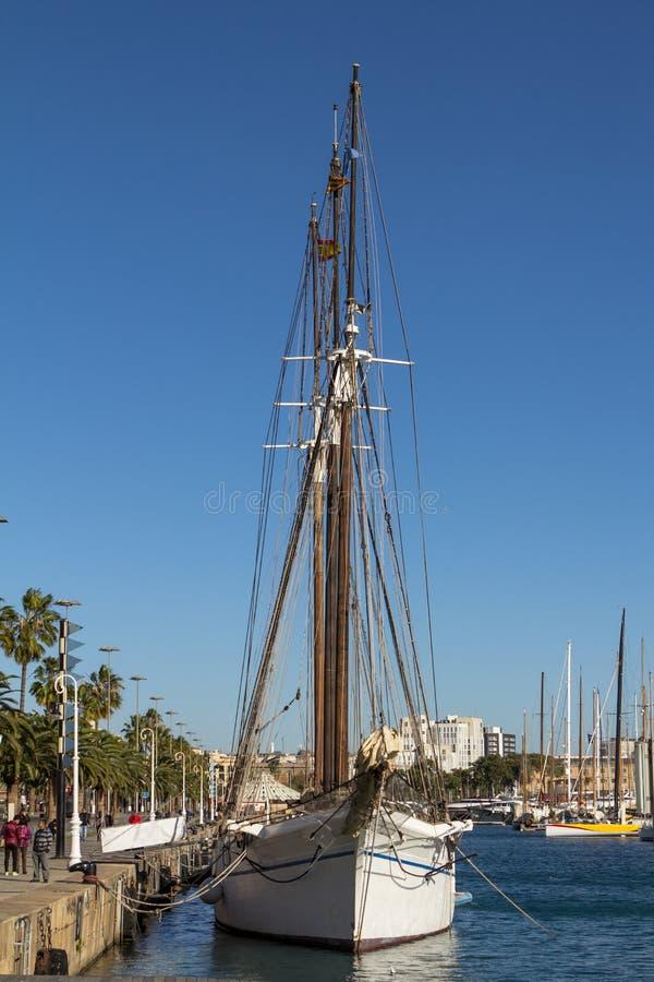Altes Segelschiff im Hafen von Barcelona stockfoto