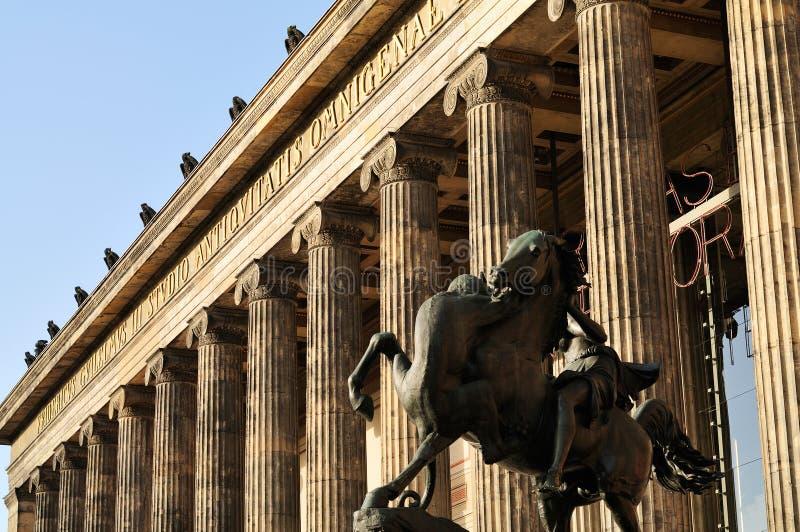 altes stać na czele muzealnego widok obraz stock