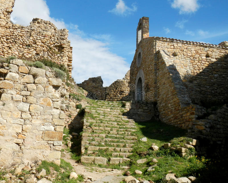 Altes Steinschloss mit Treppe in Palafolls stockfotos