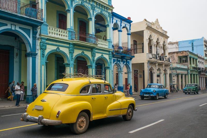 Altes Straßenweinlesepanorama von Havana stockfoto