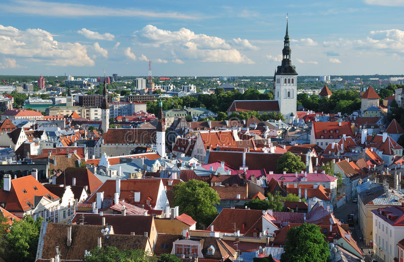 Altes Tallinn-Panorama lizenzfreie stockfotos