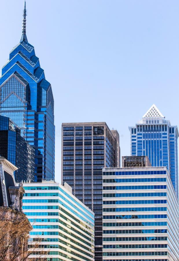 Altes Theater und moderne Wolkenkratzer in Philadelphia stockbild