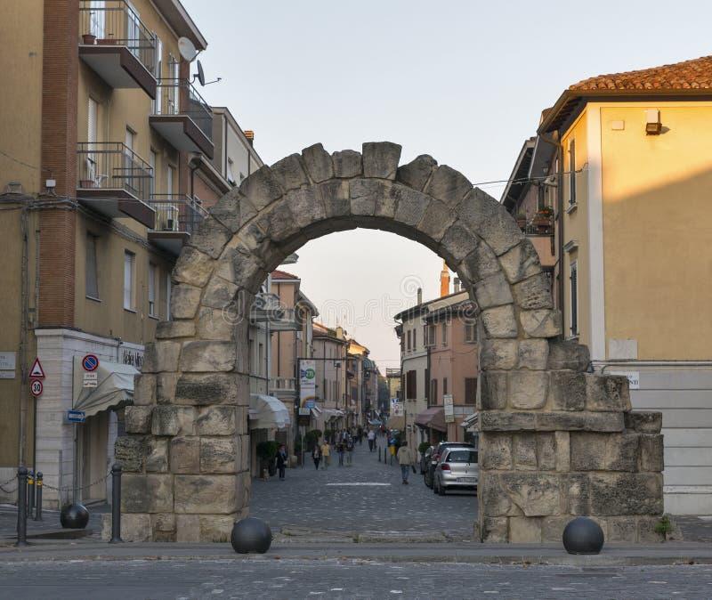 Altes Tor Porta Montanara in Rimini, Italien stockfotografie