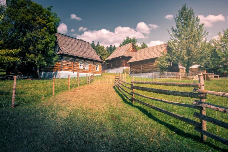 Altes traditionelles Holzhaus, Stara Lubovna, Slowakei lizenzfreie stockfotos