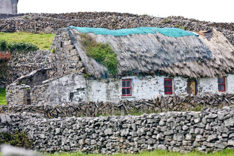 Altes traditionelles irisches Haus, Inisheer, Irland stockfotografie