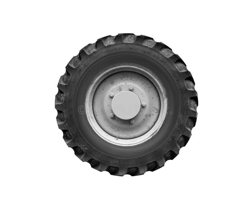 Altes Traktor- oder LKW-Rad lokalisiert auf einem weißen Hintergrund lizenzfreie stockbilder