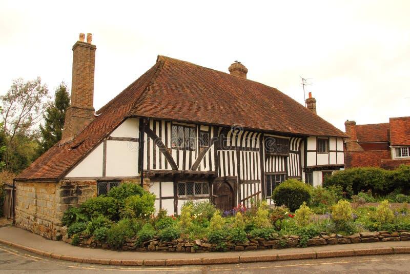 Altes Tudorstilgebäude im Kampf lizenzfreies stockbild