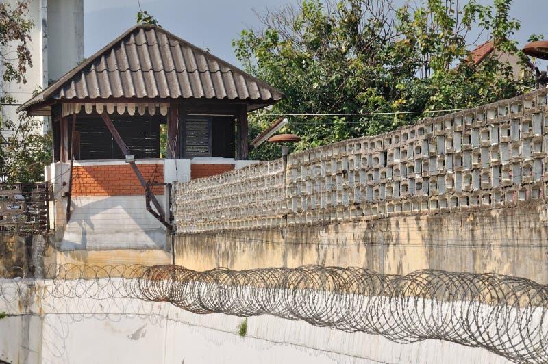 Altes Uhrkontrollturmgefängnis in der Stadt bei Chiangmai. stockfotos