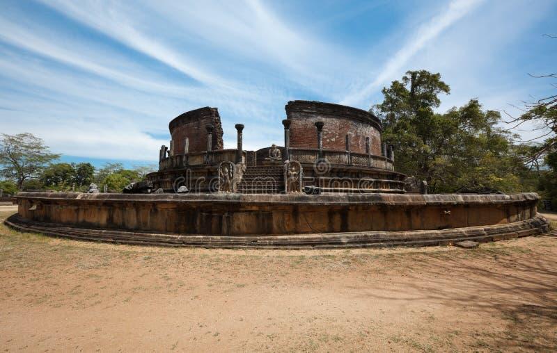 Altes Vatadage (buddhistisches stupa) stockbilder