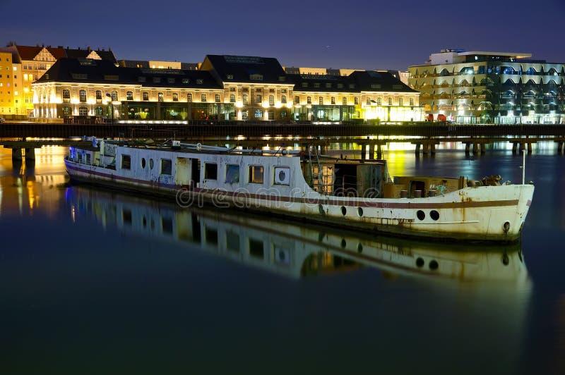 Altes verlassenes Boot, Berlin stockbilder
